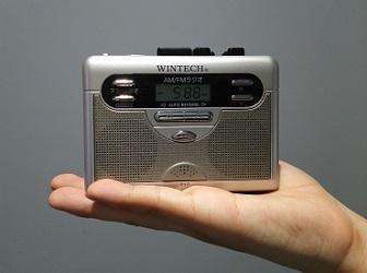 ラジオつきテープレコーダー(手のひらサイズ)ACアダプタ付き