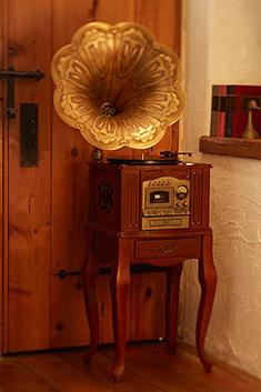 脚付き蓄音機型マルチプレイヤー